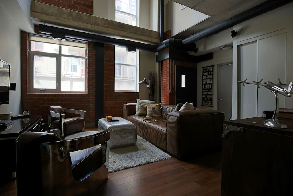 Classic loft downtown lofts for rent in toronto ontario for 417 salon downtown