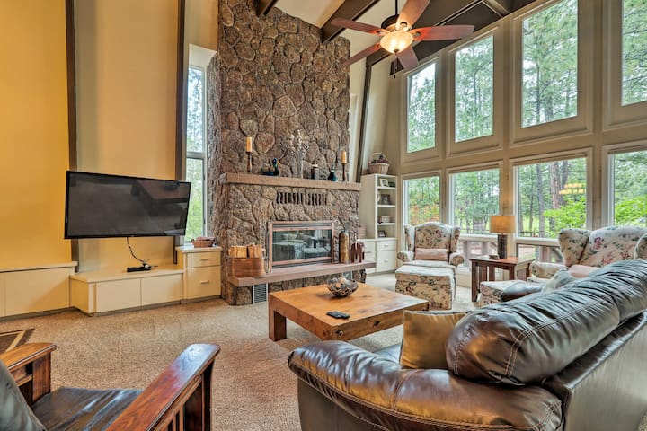 NEW! Pintetop Country Club Cabin near Ntl Forest!