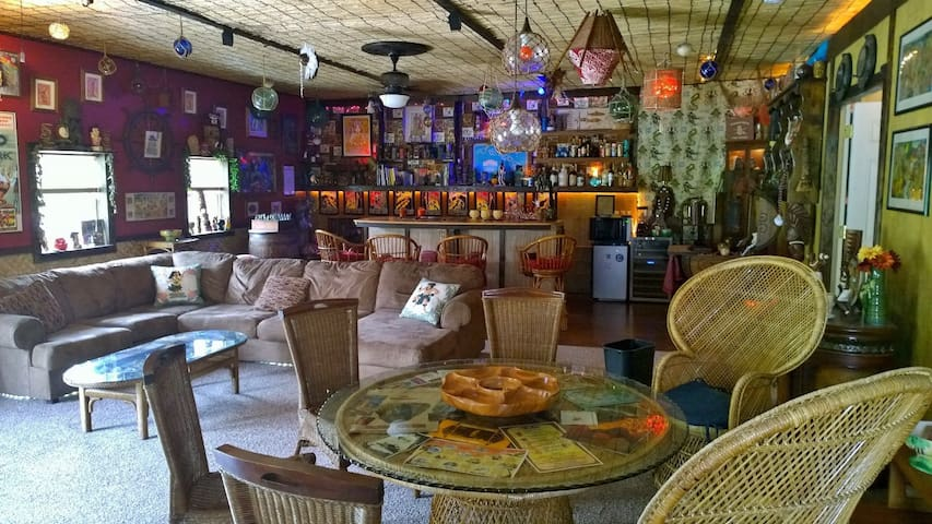 Ho'i Hou Ke Aloha Private Home Hawaiian Tiki Bar - Maryville - Other
