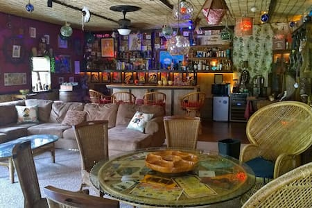 Ho'i Hou Ke Aloha Private Home Hawaiian Tiki Bar - Maryville - Otros