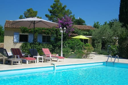 Belle villa pleine de charme avec piscine - Callian