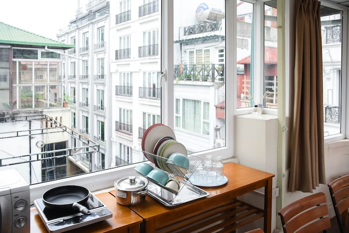 Shared mini kitchen on 5th floor with 3-side-view window