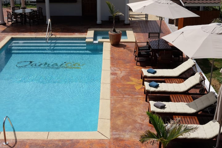 2 Bd/2 Bath, Daveen's Escape, Pool & Shops - MoBay