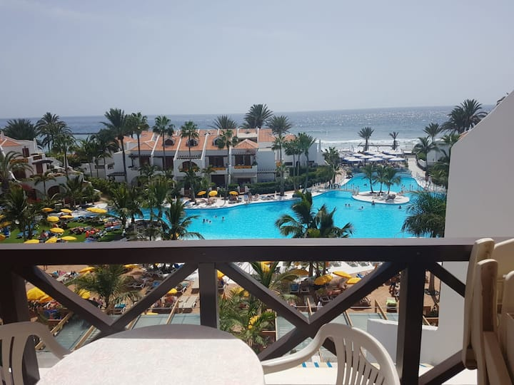 Apartment with balcony and pools and Las Americas!