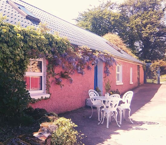 Wisteria Cottage, self-catering cottage escape.