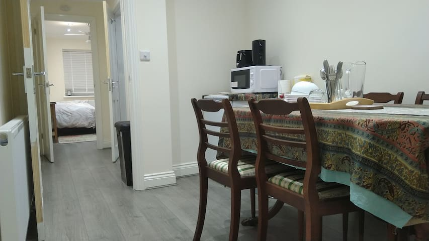 Bennetts Park Annex flat, specious brand new.