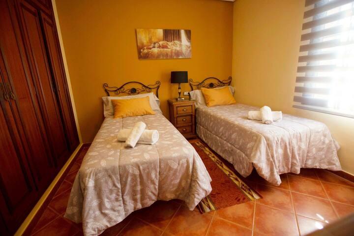 Preciosa habitación camas de 90