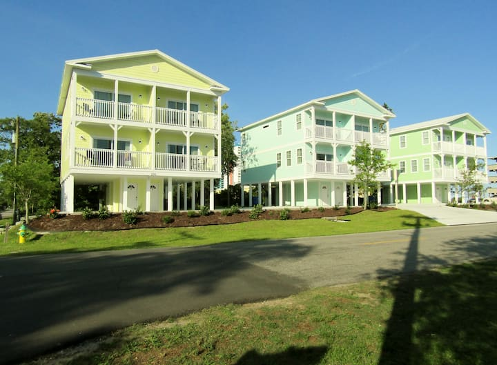 New Myrtle Beach 6 bedroom Townhome by the Ocean