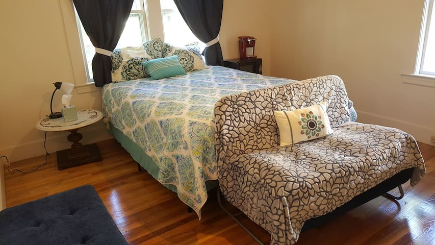 Cozy Private Bedroom - Keene