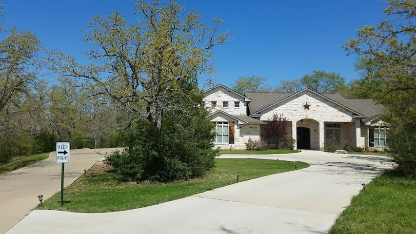 3 Private Bedrooms in College Station