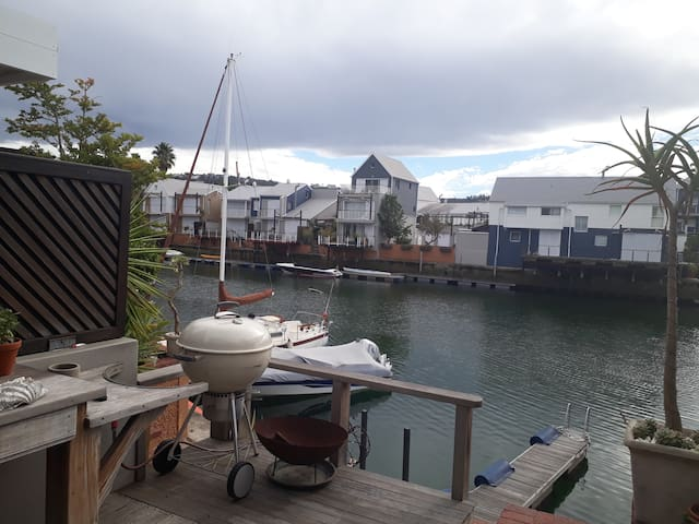 Secure beautiful Knysna Quays in yacht basin!!