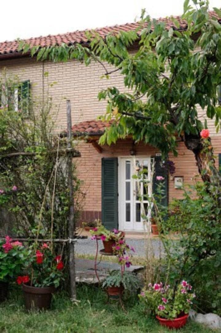 Appartamento in cascina nel verde, intera casa