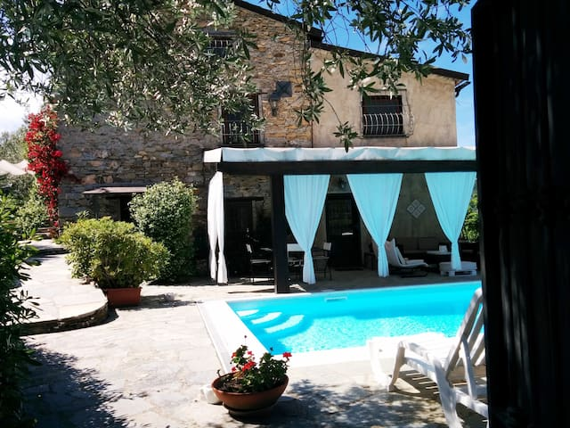 Villa prestigiosa con piscina privata e Jacuzzi - Avegno - วิลล่า