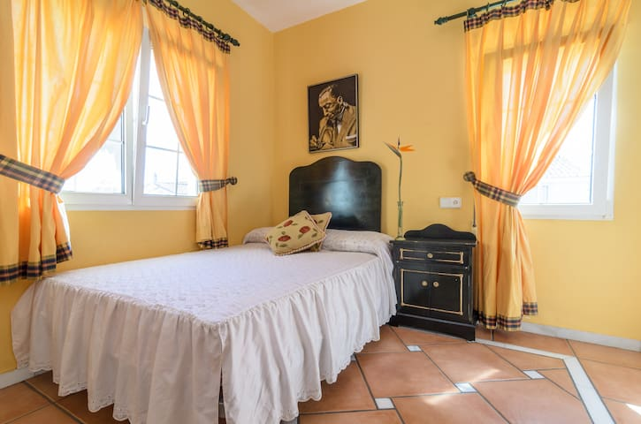 Wonderful B&B in Charming Villa - Almuñécar - Bed & Breakfast