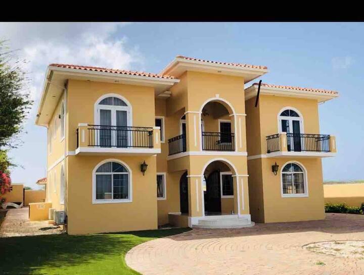 ★ Luxury Villa Belleville Janthiel Beach