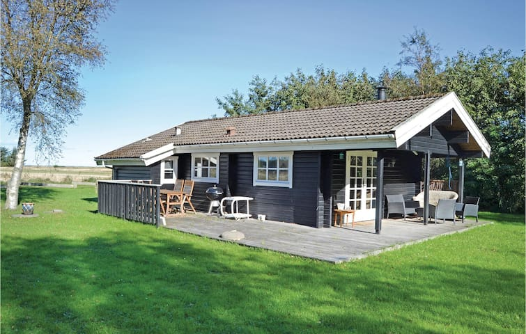 Holiday cottage with 2 bedrooms on 54m² in Strandby
