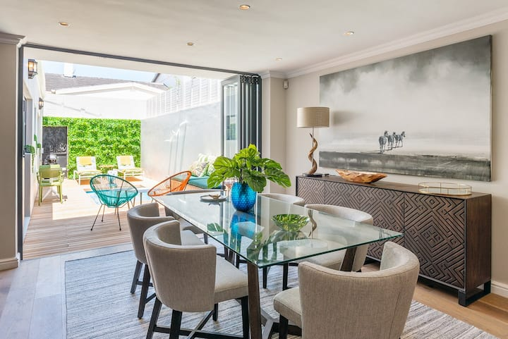 Spacious Sea point home,  Fast WIFI, Parking, Pool
