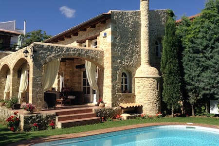 Villa Melody close to beach and amenities by foot. - Chania