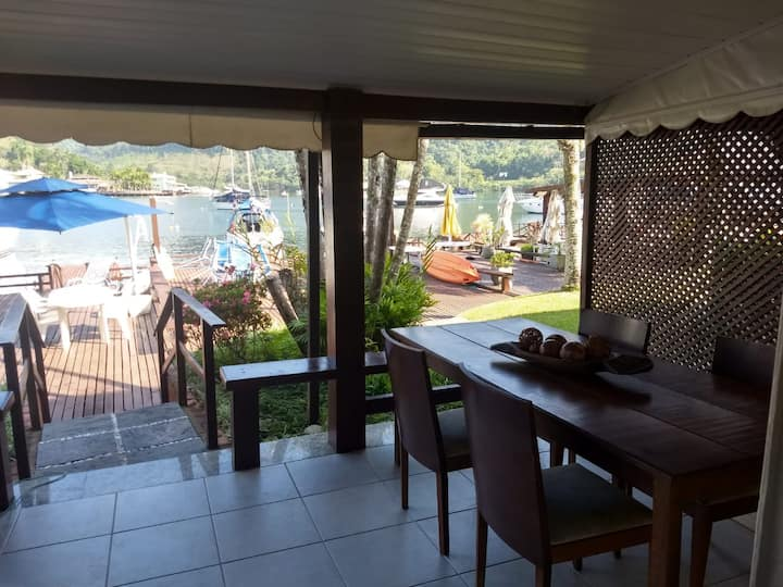 Comfortable 3 room (2 suite) with Private Deck