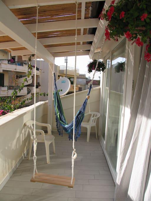 Balcone di fronte, Vi si accede dalla cucina - salone
