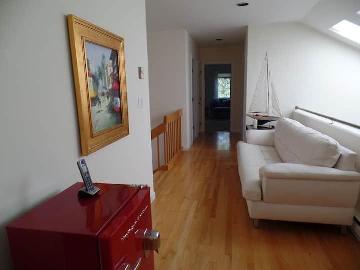 Spacious Contemporary home Game room  Central AC
