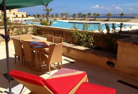 Ferienwohnung mit Meerblick & Pool - Għajnsielem - Lakás