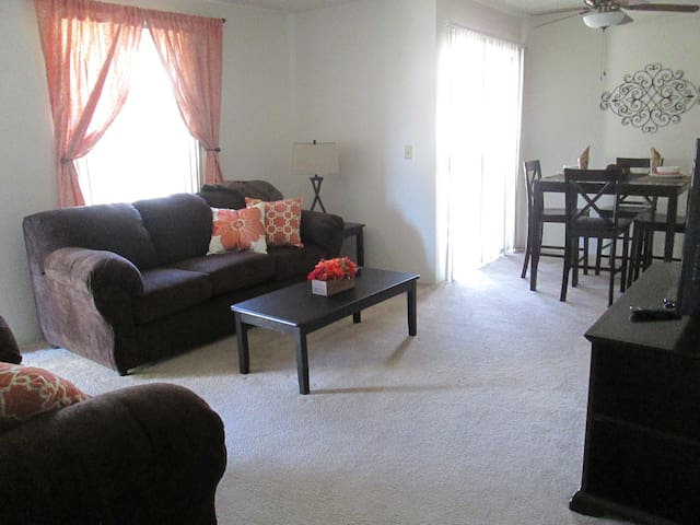 luxury furnished 2bed/2 bath apt - Bakersfield - Wohnung