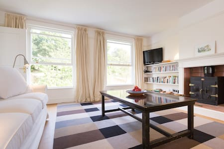 Top Flat with woodburner, country views & parking - Headington - Гестхаус