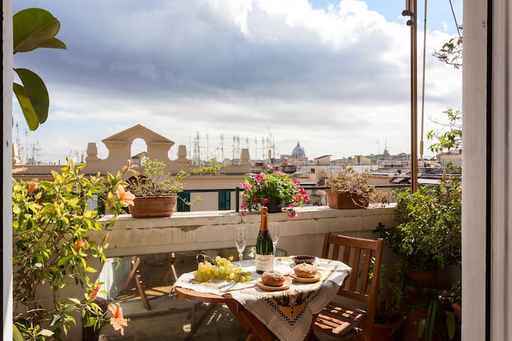 Bright&Cosy Penthouse Overlooking St. Peter's Dome