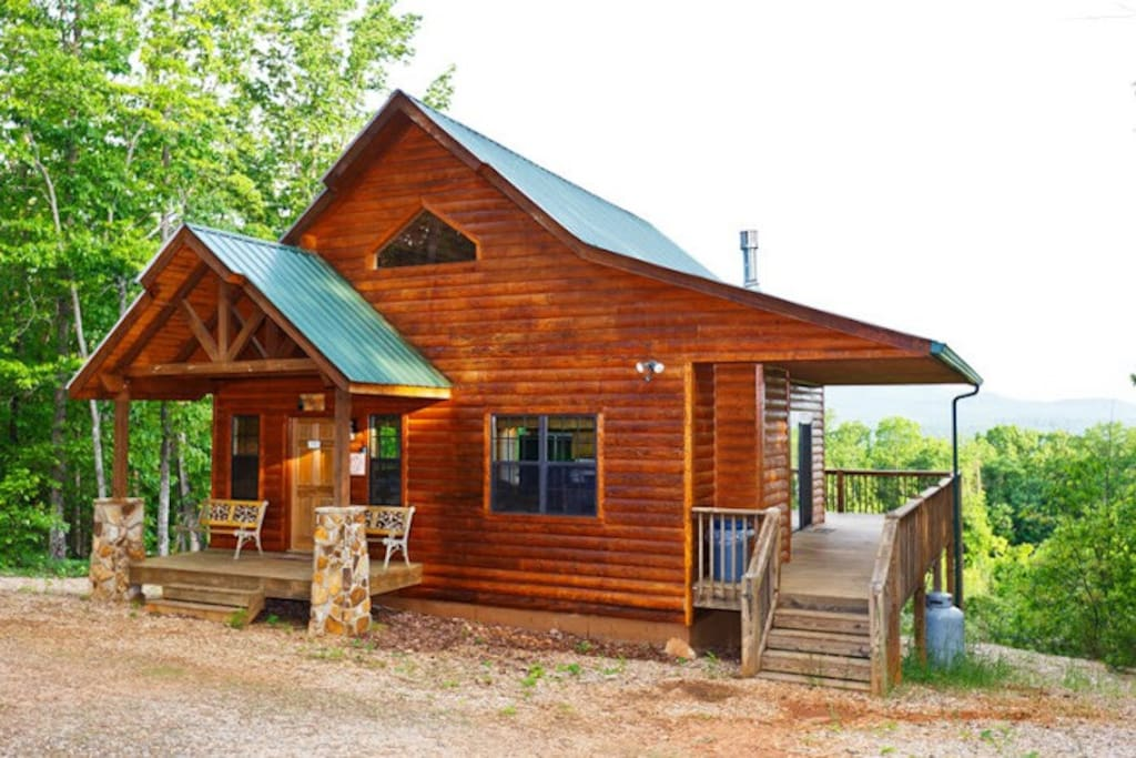 Bear cub cabin 6 ac outstanding views wifi for Large cabin rentals north georgia