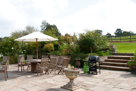 The Old Forge, Lower Wraxall B&B - Dorset, UK