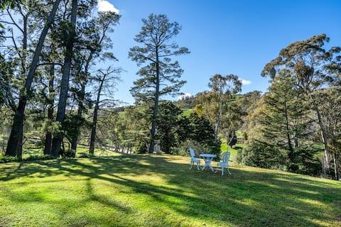 Beautiful Old World Adelaide Hills Lodge