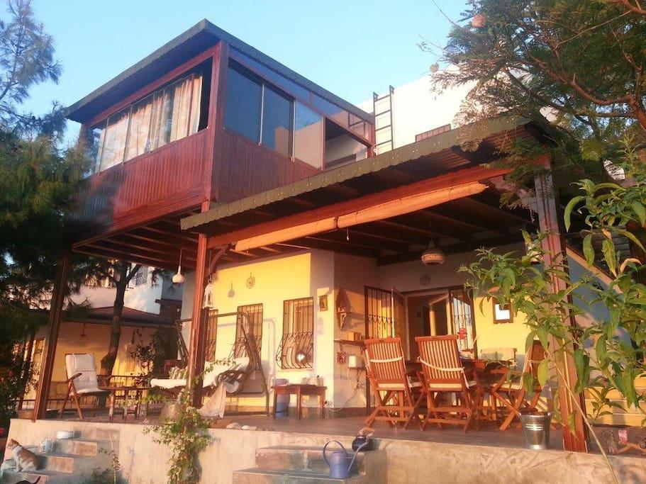 Veranda ve ahşap balkon