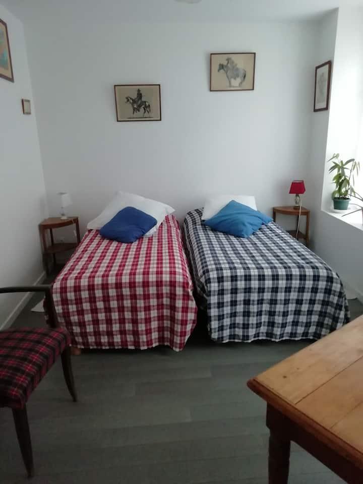 Jolie chambre privée proche centre Rochefort