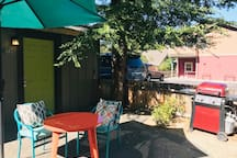 Amazing quiet, downtown location! Fenced yard for BBqs, lounging and perfect for a furry friend.