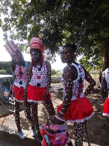 Carnival: 'Apache Girls'