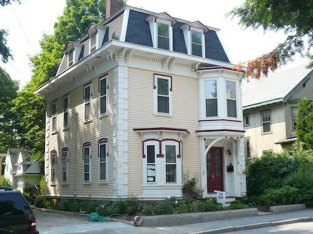Wonderful 2 Bedroom+ 2nd Floor  - Manchester-by-the-Sea - Casa