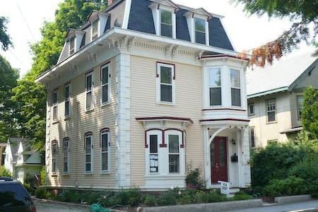 Wonderful 2 Bedroom+ 2nd Floor  - Manchester-by-the-Sea