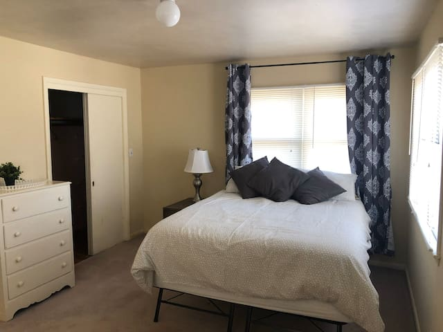 Room in Awesome Shared Home near downtown 30 days