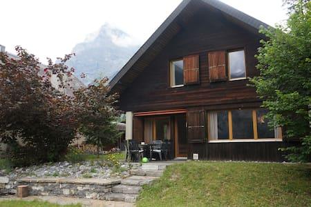 Tannehüsli - fantastische Bergsicht - Kandersteg - Huis