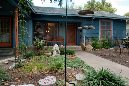 Mid-Century Mecca-Comfort and Breakfast! - Austin - House