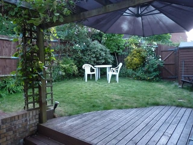Double room in a family house - Hatfield - House