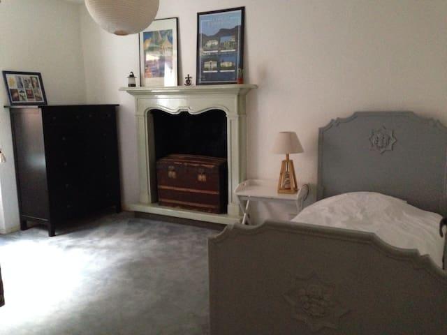 Chambre à 1 lit simple au 1er étage + 1 chambre au 2eme (1 lit simple, pas de photo).