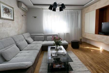 Apartment 32 - Βελιγράδι