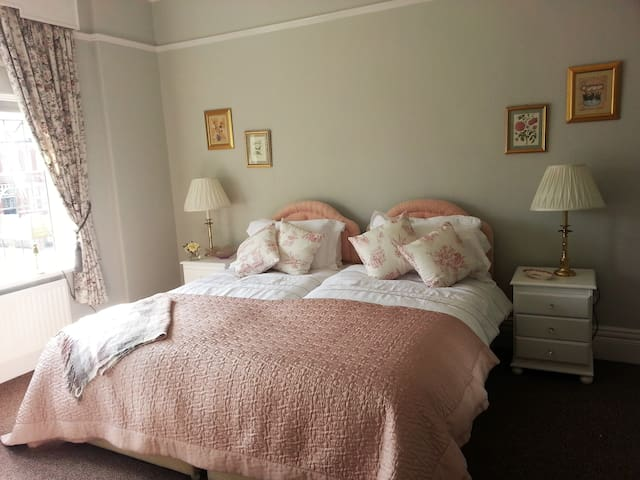 The Lawns, A room by the sea, Southport - Merseyside - Apartemen