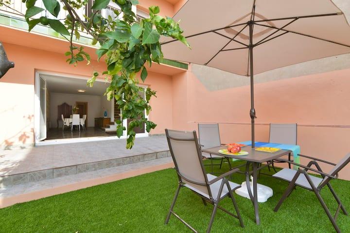 Nice  Park Güell House with garden  & parking