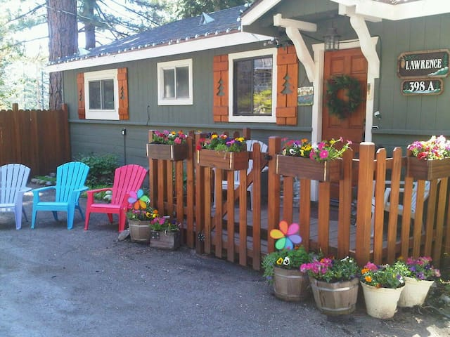 Charming Tahoe getaway walk to lake - Kings Beach - Appartement