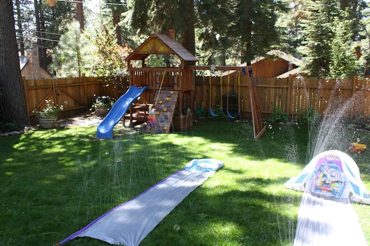 huge fully fenced back yard perfect for kids and pets