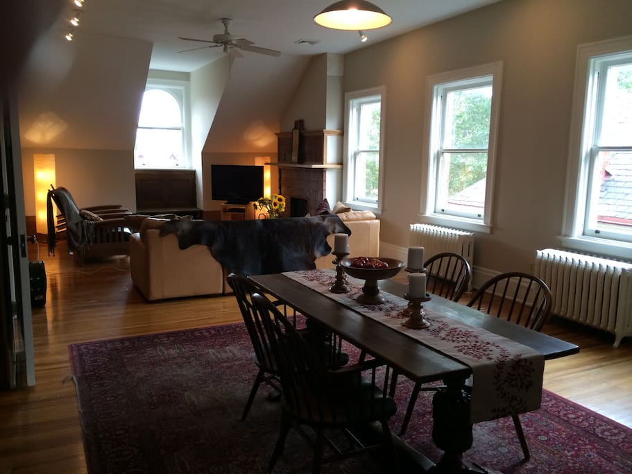 Beautiful bright hardwood quiet apartments for rent for Hardwood floors pittsburgh