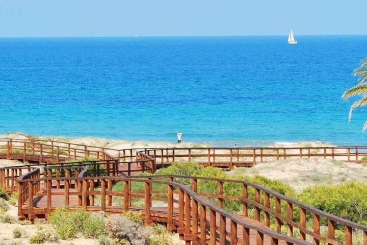 Appartement familial proche plage Carabassi